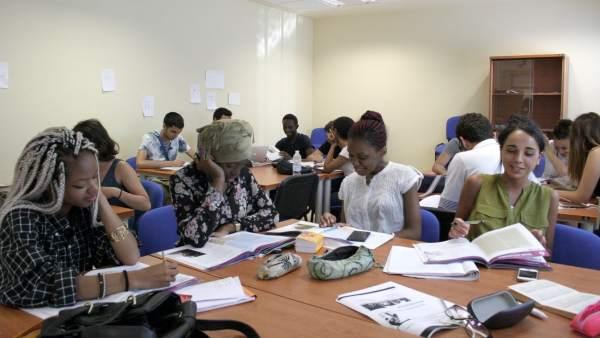 Alumnos de la Universidad Paris Est-Creteil (Francia) en una de sus clases.