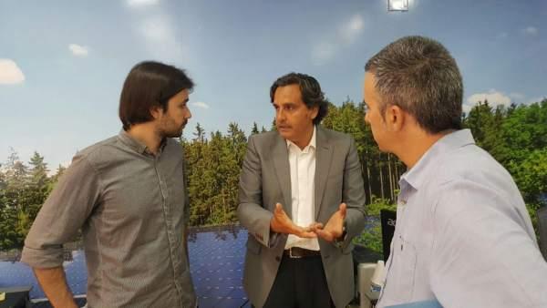 El candidato de Unidos Podemos durante su reunión con ANPIER