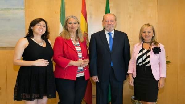 Reunión entre Villalobos y la presidenta de Empresarias Sevillanas.