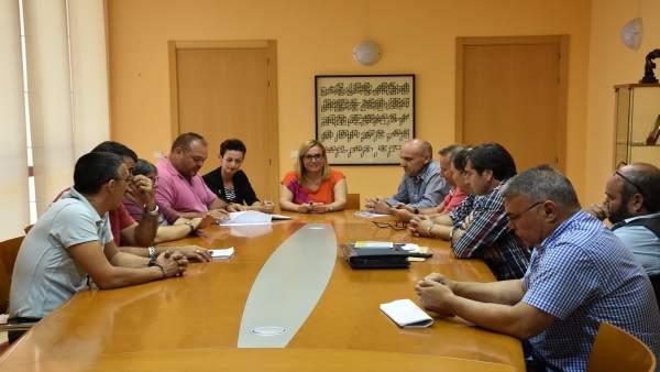 Ana Mula y representantes sindicales del Ayuntamiento