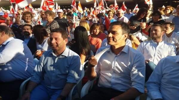 Pedro Sánchez con Emiliano García Page en un mitin en Albacete