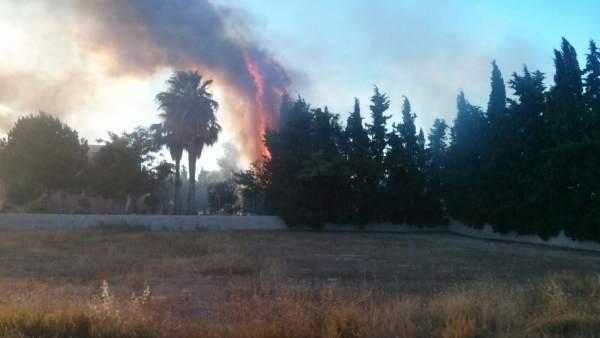 Imagen del incendio declarado en una casa de Puente Tocinos