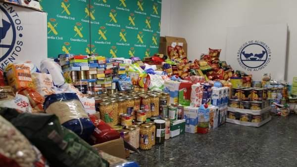 Donación de productos de la Guardia Civil al Banco de Alimentos