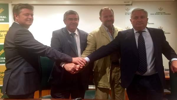 Responsables de Caja Rural del Sur y Almazaras Subbética celebran el acuerdo