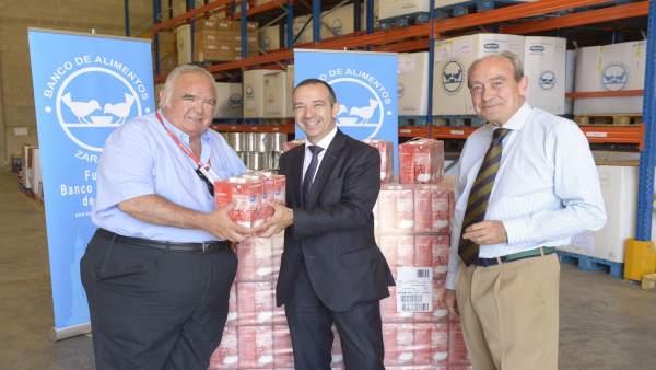 Los aragoneses aportan litros de leche a la campa a for Oficinas la caixa en zaragoza