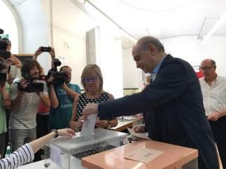 Jorge Fernández Díaz vota el 26J