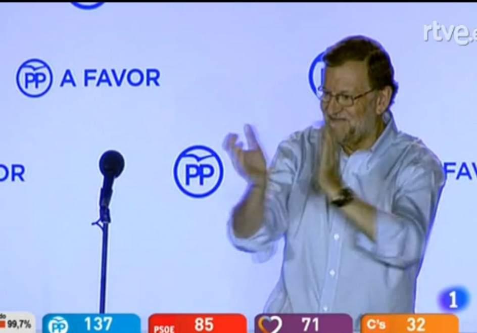 Mariano Rajoy. Mariano Rajoy, compareciendo en el balcón de Génova.