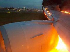 Un avión de Singapore Airlines se incendia tras un aterrizaje de emergencia