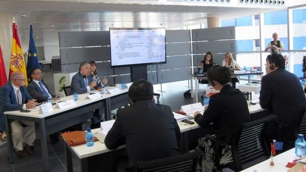 Burgos se dirige a la delegación china en Valladolid