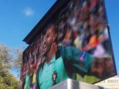 Polémica por una pantalla gigante en la Plaza Cataluña de Barcelona para ver el España-Italia