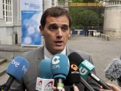 Rivera pide al PSOE que negocie con el PP y se ofrece para entrar a un Gobierno sin Rajoy