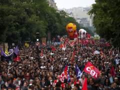 Más de 60.000 franceses se echan a la calle contra la reforma laboral del Gobierno de Hollande