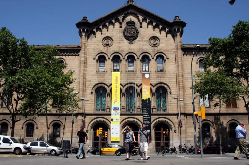 La universidad de barcelona nica espa ola que sube en el for Universidad de moda barcelona
