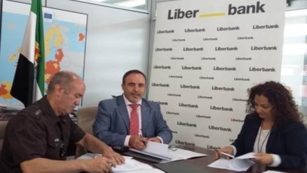 Firma del acuerdo entre Liberbank y la Junta en Monfragüe