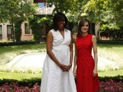 Michelle Obama pide un cambio cultural contra la desigualdad y elogia a la reina Letizia