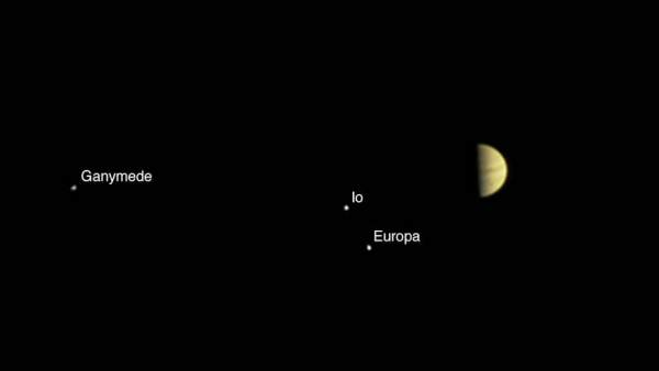 Juno se acerca a Júpiter.