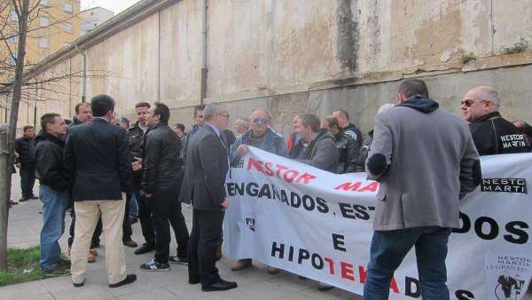 Concentración de la plantilla de Ecomasa frente al Parlamento regional