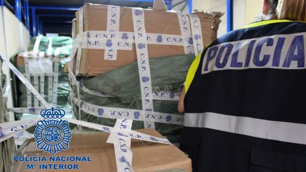 Más de 64.000 productos falsificados de China en un polígono de la Comunitat