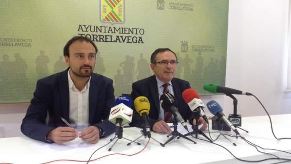 Cruz Viadero y López Estrada en rueda de prensa tras suspenderse el pleno