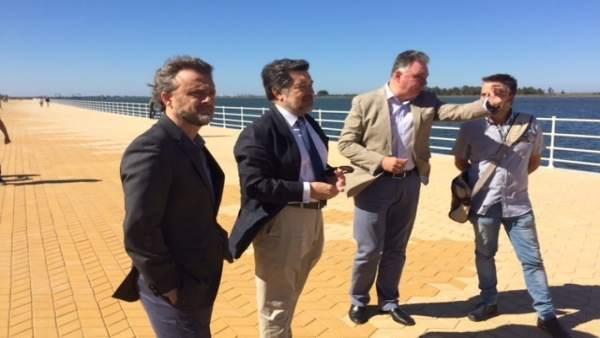 José Fiscal y Javier Barrero en el nuevo paseo de la Ría