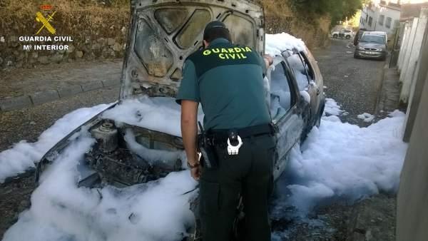 Incendio de coche en Aroche