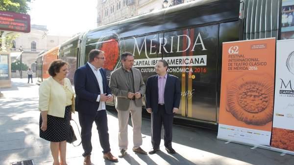 El tranvía de Sevilla paseará la imagen del Festival de Mérida
