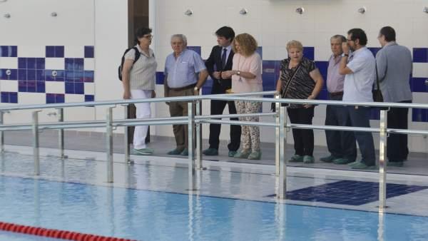 Imagen de la reapertur de la piscina de Alcosa