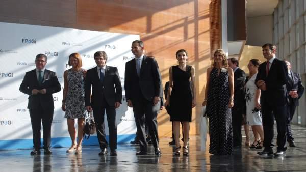 Alcaldesa Marta Madrenas, pte. C.Puigdemont, los Reyes, delegada Llanos de Luna