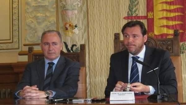 El concejal Antonio Gato, junto al alcalde de Valladolid, Óscar Puente