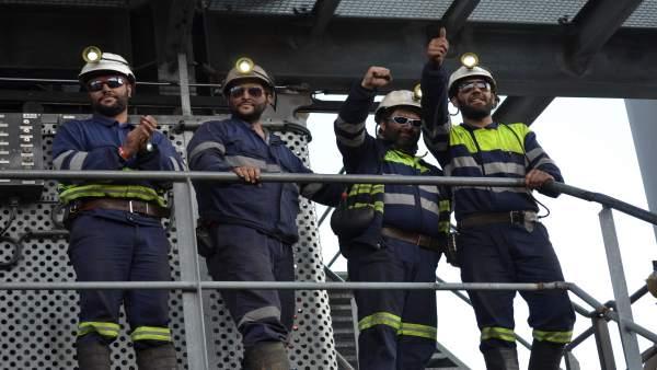 Los Cuatro Mineros Encerrados En El Pozo Aurelio Salen De Su Encierro