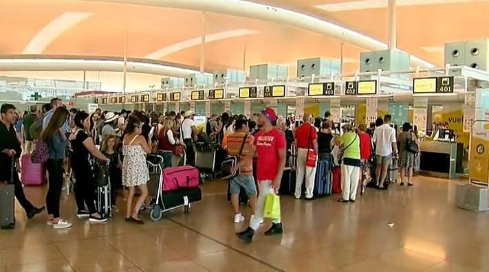Vueling refuerza la atenci n al cliente con 130 contrataciones for Oficinas de vueling en barcelona