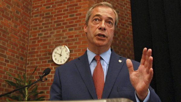 Nigel Farage dimite tras la victoria del 'brexit'