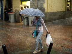 ¿Por qué llueve barro? Una capa roja cubre los coches de la capital madrileña