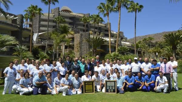 Trabajadores de Anfi recogen el premio 'Gold Crown Resort'