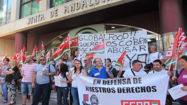 Protesta de los trabajadores de la residencia de tiempo libre de Siles
