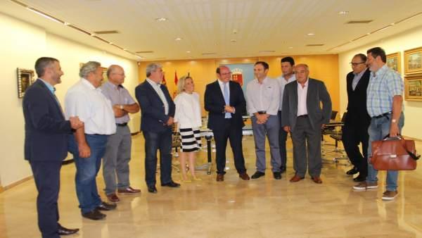 Úne Con Los Re Presentantes Del Sector Agrario De La Región