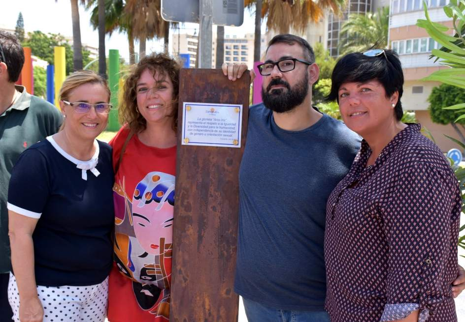 Inauguran en fuengirola el monumento arco ris a la for Oficina de empleo fuengirola