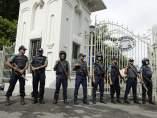 Funcionarios de seguridad en Bangladesh