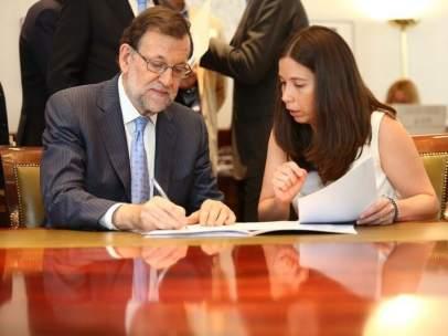 Mariano Rajoy acreditándose como diputado