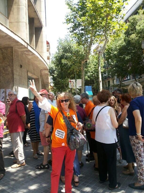 La plataforma resistencia cl nic protesta por los recortes - Calle manso barcelona ...