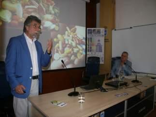 El nutricionista Antonio Escribano en los cursos de verano de la UPO
