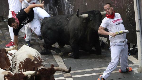 Con el toro en el cogote