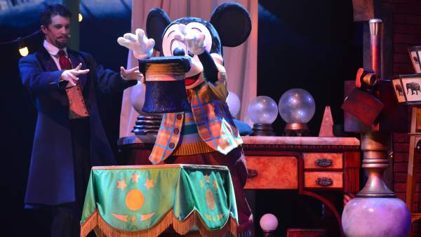 Espectáculo de Mickey and the magician, que se puede ver en Disneyland Paris