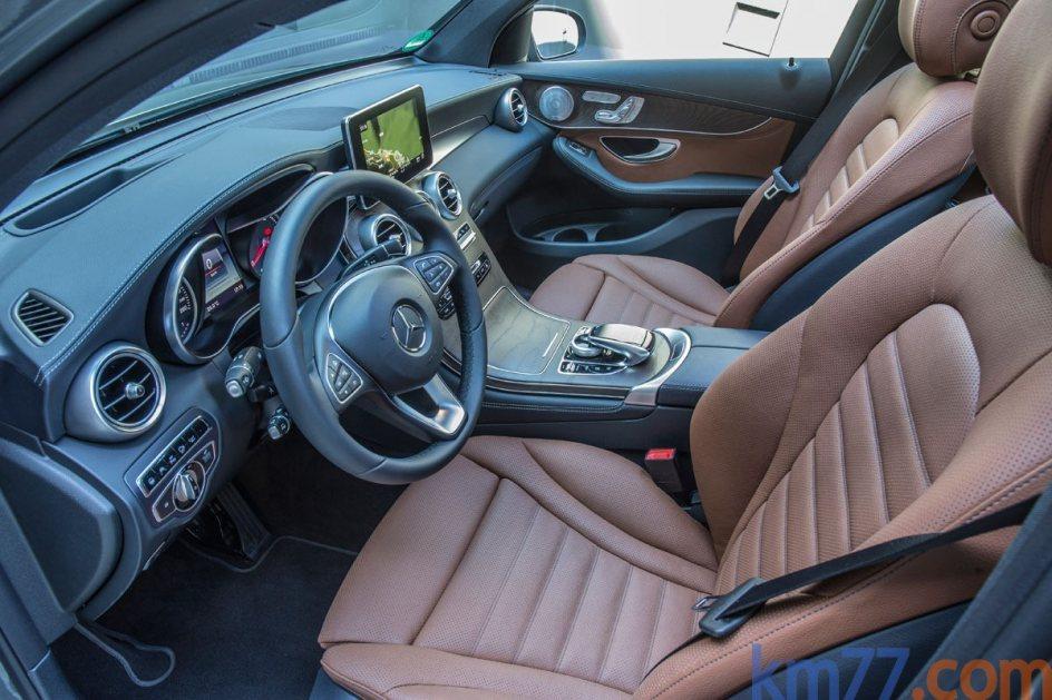 El habitáculo del Mercedes-Benz GLC Coupé es menos espacioso quel el modelo anterior.