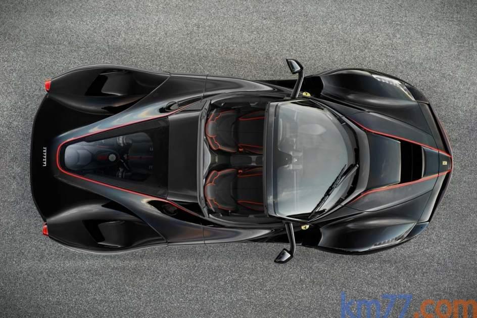 Motor trasero. El Ferrari LaFerrari descapotable es un biplaza que acelera de 0 a 100 km/h en menos de tres segundos, según la marca italiana.