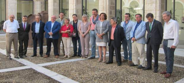 Integrantes de la Mesa de la Gastronomía de CyL con García Cirac
