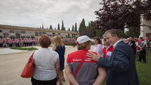 Santisteve con los voluntarios en Torrero
