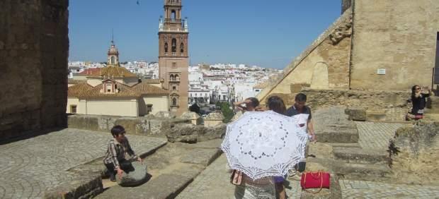 Nota De Prensa Y Fotografía Récord Histórico De Turistas En Carmona Con 40.000 V