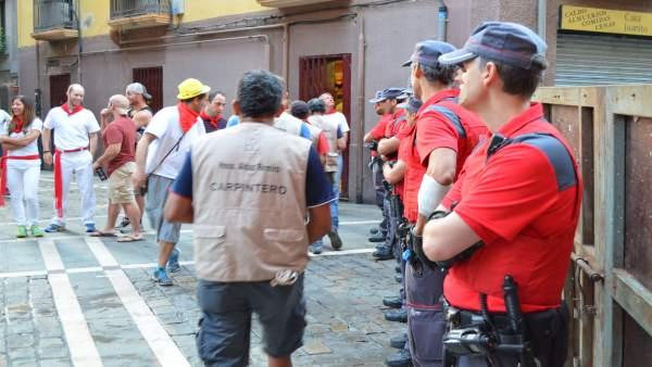Agentes velando por la seguridad