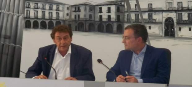 García Prieto (I) y el concejal de Educación
